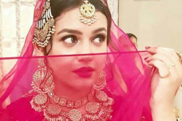 Zara Noor Abbas Looks Divine in The Latest BTS Pictures!