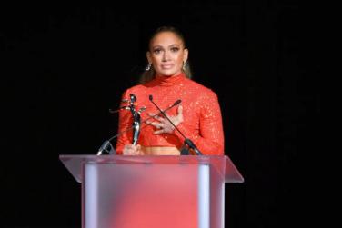 Jennifer Lopez Receives CFDA Fashion Icon Award!