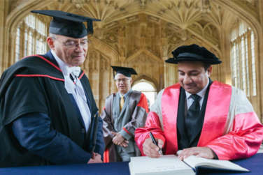 Rahat Fateh Ali Awarded Honorary Degree By Oxford University!