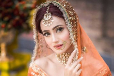 Latest Bridal Photoshoot of Beautiful Zarnish Khan!
