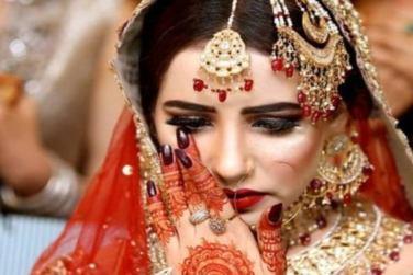 Beautiful Mehndi Dress Designs Of Pakistani Celebrity Brides!